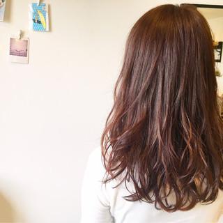 ナチュラル ベリーピンク セミロング 秋 ヘアスタイルや髪型の写真・画像
