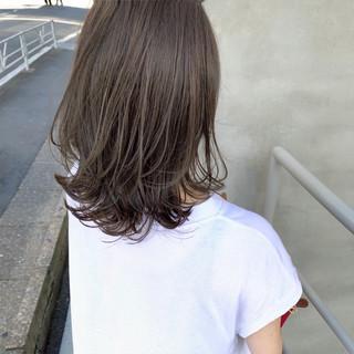 フェミニン 外国人風 グレージュ アンニュイほつれヘア ヘアスタイルや髪型の写真・画像