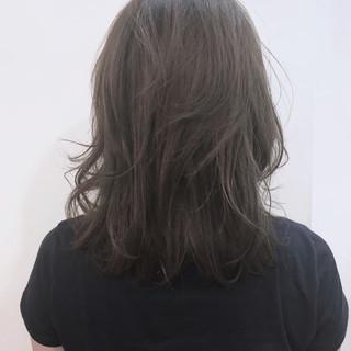 アッシュ ナチュラル ミディアム 前髪あり ヘアスタイルや髪型の写真・画像