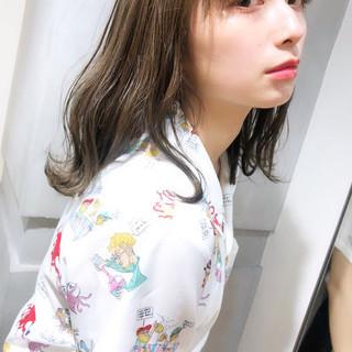 シースルーバング フェミニン ミディアム ミルクティーベージュ ヘアスタイルや髪型の写真・画像