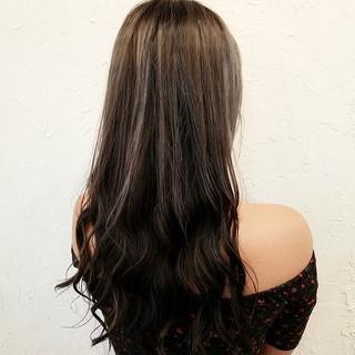 アッシュグレージュ イルミナカラー アッシュ フェミニン ヘアスタイルや髪型の写真・画像