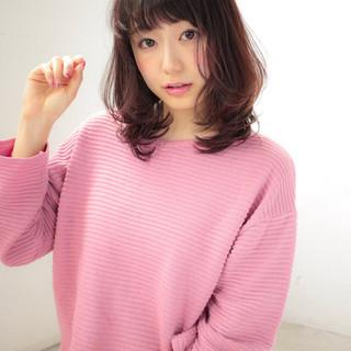 大人かわいい フェミニン セミロング デジタルパーマ ヘアスタイルや髪型の写真・画像