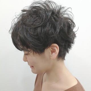 ショート 刈り上げ ツーブロック ウェーブ ヘアスタイルや髪型の写真・画像