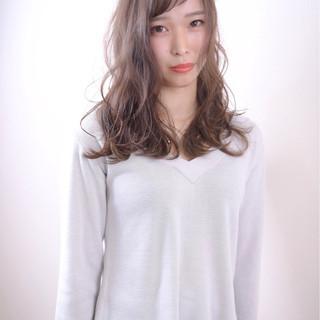 暗髪 ゆるふわ ウェットヘア 外国人風 ヘアスタイルや髪型の写真・画像