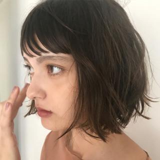 切りっぱなし 前髪あり ナチュラル 前髪パッツン ヘアスタイルや髪型の写真・画像