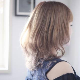 ナチュラル セミロング ヌーディベージュ ミルクティー ヘアスタイルや髪型の写真・画像