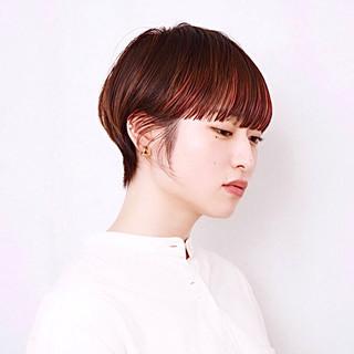 モード ワイドバング ピンクカラー ハンサムショート ヘアスタイルや髪型の写真・画像