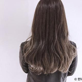ロング ブルーアッシュ グラデーションカラー ハイライト ヘアスタイルや髪型の写真・画像