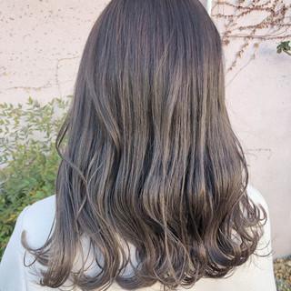 ナチュラル ミルクティーベージュ ミルクティーグレー セミロング ヘアスタイルや髪型の写真・画像