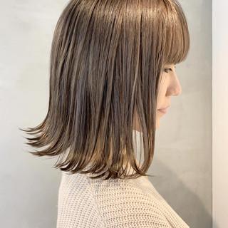 ウェットヘア 切りっぱなし 外ハネ ボブ ヘアスタイルや髪型の写真・画像