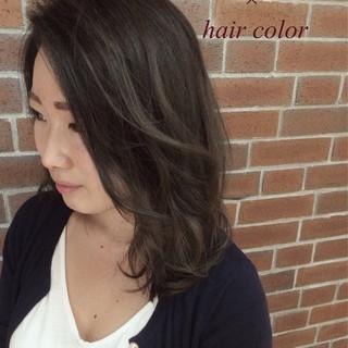 グラデーションカラー くせ毛風 ロング アッシュ ヘアスタイルや髪型の写真・画像