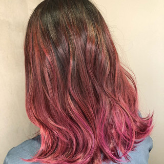 スポーツ レッド ピンク アウトドア ヘアスタイルや髪型の写真・画像
