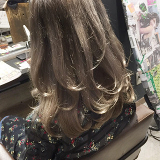 グレージュ 外国人風 透明感 セミロング ヘアスタイルや髪型の写真・画像