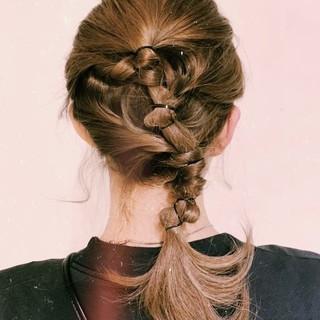 編み込み ヘアアレンジ ナチュラル セミロング ヘアスタイルや髪型の写真・画像