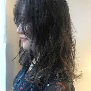 アッシュグレージュ セミロング ハイライト ストリート ヘアスタイルや髪型の写真・画像