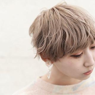 フリンジバング ミルクティー 前髪あり ニュアンス ヘアスタイルや髪型の写真・画像 ヘアスタイルや髪型の写真・画像