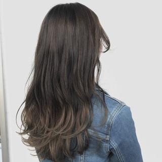 グレージュ パーマ アウトドア デート ヘアスタイルや髪型の写真・画像