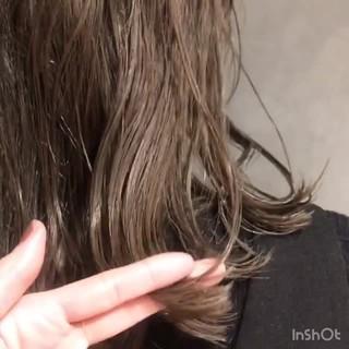 デート ナチュラル ミディアム ウェーブ ヘアスタイルや髪型の写真・画像