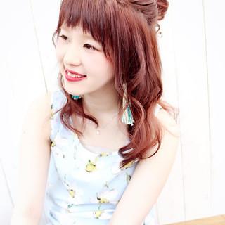 レッド グラデーションカラー ピンク 簡単ヘアアレンジ ヘアスタイルや髪型の写真・画像