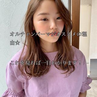 パーマ 韓国風ヘアー 透明感カラー ナチュラル ヘアスタイルや髪型の写真・画像