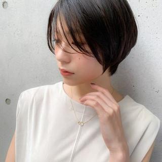 グレージュ ショート シースルーバング 前髪あり ヘアスタイルや髪型の写真・画像
