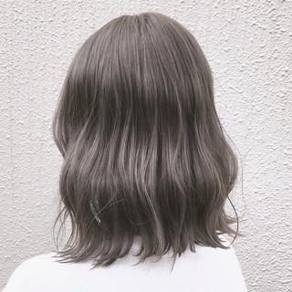 波ウェーブ ウェーブ グレージュ ミディアム ヘアスタイルや髪型の写真・画像