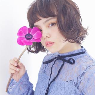 前髪パッツン パーマ 外国人風 ガーリー ヘアスタイルや髪型の写真・画像