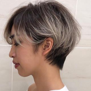 アンニュイほつれヘア ブリーチ デート ハンサムショート ヘアスタイルや髪型の写真・画像