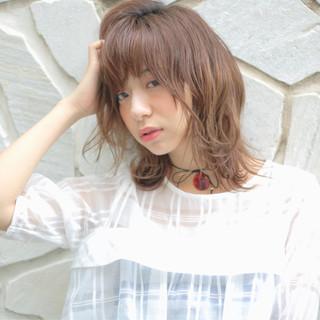 ミディアム 外ハネ 波ウェーブ ピュア ヘアスタイルや髪型の写真・画像