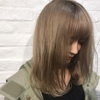 ガーリー ミディアム ハイトーン 金髪 ヘアスタイルや髪型の写真・画像
