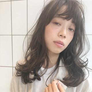 外国人風 くせ毛風 セミロング ハイライト ヘアスタイルや髪型の写真・画像