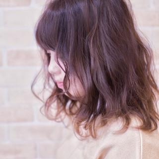 ナチュラル 波ウェーブ デート アンニュイほつれヘア ヘアスタイルや髪型の写真・画像
