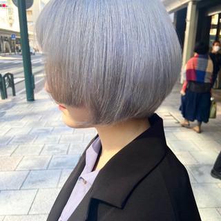 まとまるボブ ボブ ハイトーンカラー モード ヘアスタイルや髪型の写真・画像