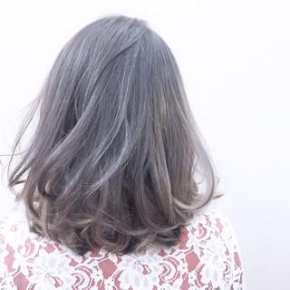 ガーリー アッシュ ミディアム くせ毛風 ヘアスタイルや髪型の写真・画像
