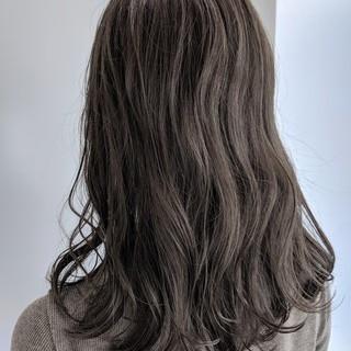 透明感 ナチュラル グレージュ ロング ヘアスタイルや髪型の写真・画像