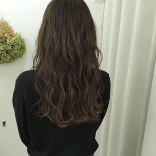 アンニュイほつれヘア オリーブアッシュ デート ハイライト ヘアスタイルや髪型の写真・画像