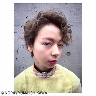外国人風 グレージュ パーマ ストリート ヘアスタイルや髪型の写真・画像