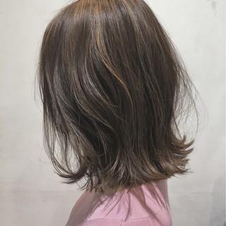 ボブ グレージュ アッシュ 切りっぱなし ヘアスタイルや髪型の写真・画像