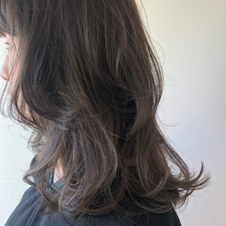 ミディアム レイヤーカット ウルフカット ナチュラル ヘアスタイルや髪型の写真・画像