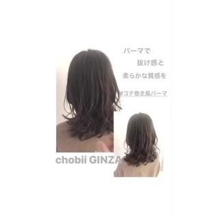 グレージュ ゆるふわパーマ ナチュラル ロング ヘアスタイルや髪型の写真・画像