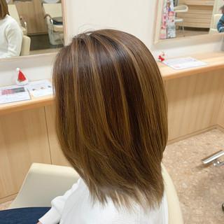 ミルクティーベージュ ミディアム ベージュ ハイライト ヘアスタイルや髪型の写真・画像