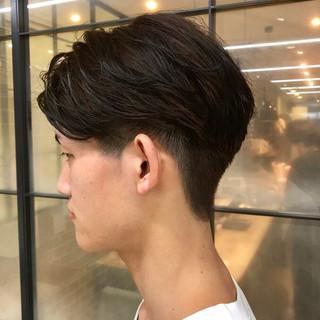 メンズカラー メンズパーマ ミディアム ナチュラル ヘアスタイルや髪型の写真・画像