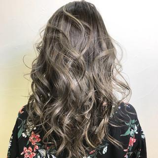 ミディアム ハイライト デート ミルクティー ヘアスタイルや髪型の写真・画像