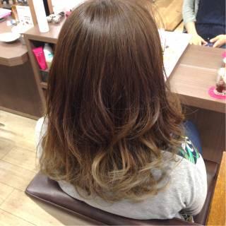 グラデーションカラー アッシュベージュ アッシュグラデーション セミロング ヘアスタイルや髪型の写真・画像