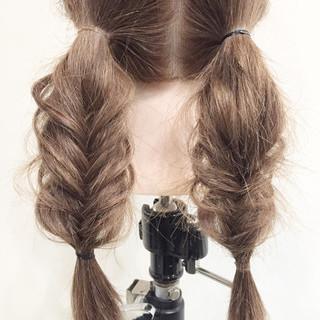 ヘアアレンジ セミロング ゆるふわ フィッシュボーン ヘアスタイルや髪型の写真・画像