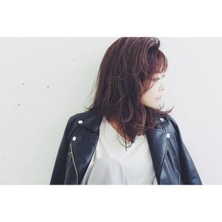 グラデーションカラー ミディアム ストリート レイヤーカット ヘアスタイルや髪型の写真・画像