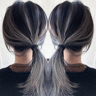 シルバーアッシュ ナチュラル ミディアム ハイライト ヘアスタイルや髪型の写真・画像
