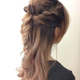 ハーフアップ ショート ねじり くるりんぱ ヘアスタイルや髪型の写真・画像