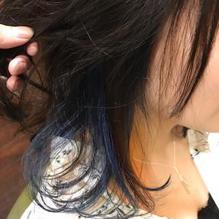 インナーカラー ウェーブ ミディアム ブリーチ ヘアスタイルや髪型の写真・画像