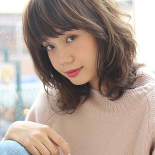 前髪あり 大人女子 ミディアム シナモンベージュ ヘアスタイルや髪型の写真・画像